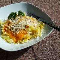 Es wird Herbst auf dem Teller: Bandnudeln mit Kürbis-Sauce
